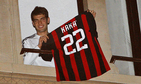 AC-Milans-Kaka-shows-his--001